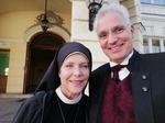 Janina Hartwig und Bauchredner um Himmels Willen